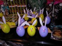 Foto von der Osterschokoladen. Hier sind Osterhaseneier im Vordergrund.